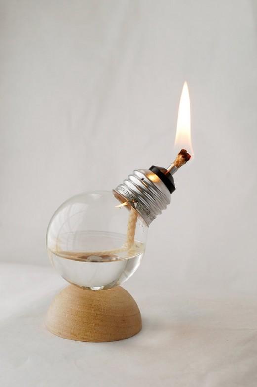 Olajjal működtetett energiatakarékos izzó